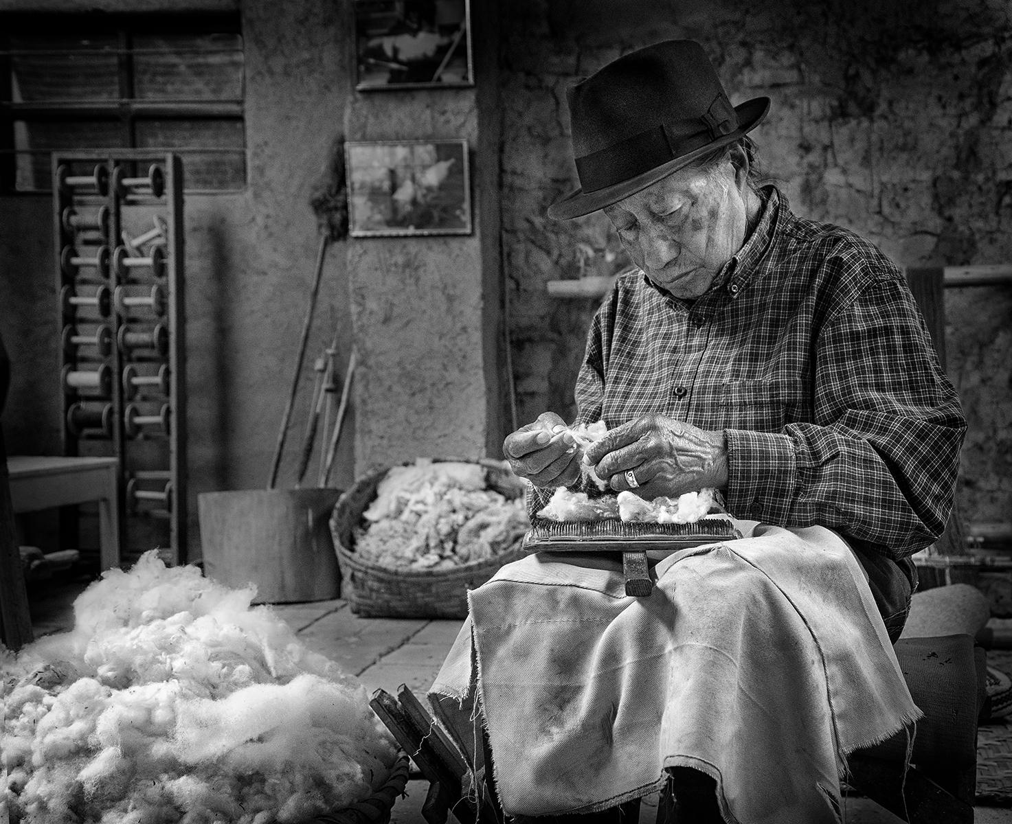 Don miguel carding alpaca wool