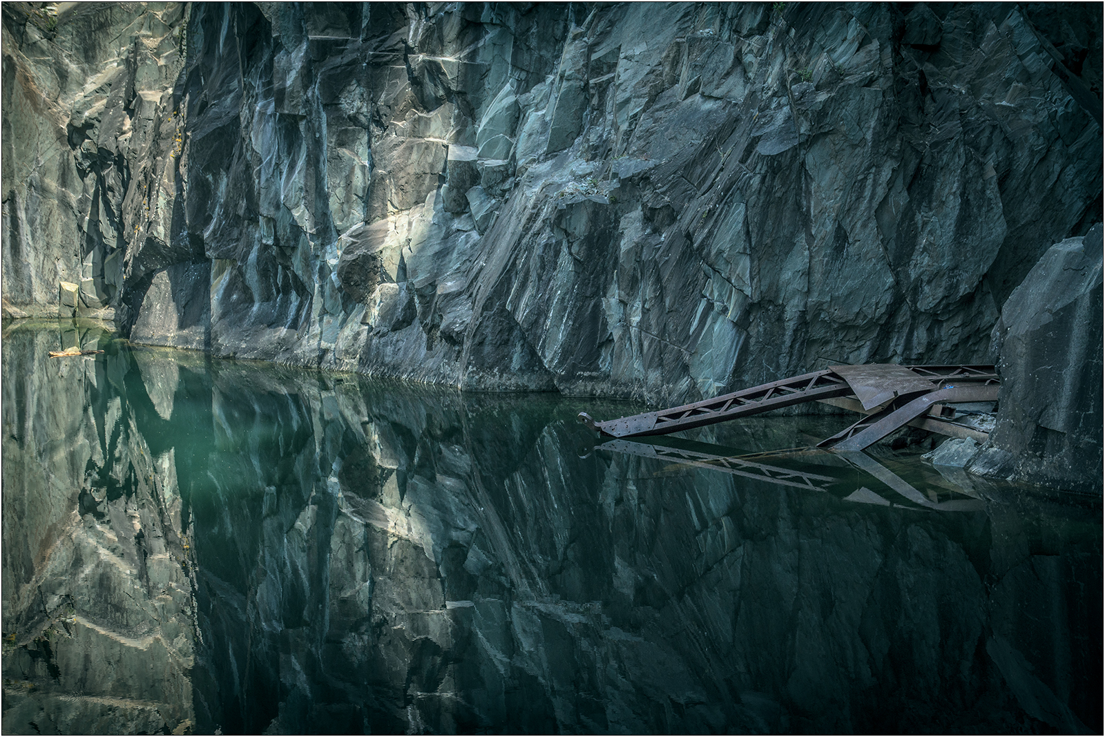 1-Hodge close quarry