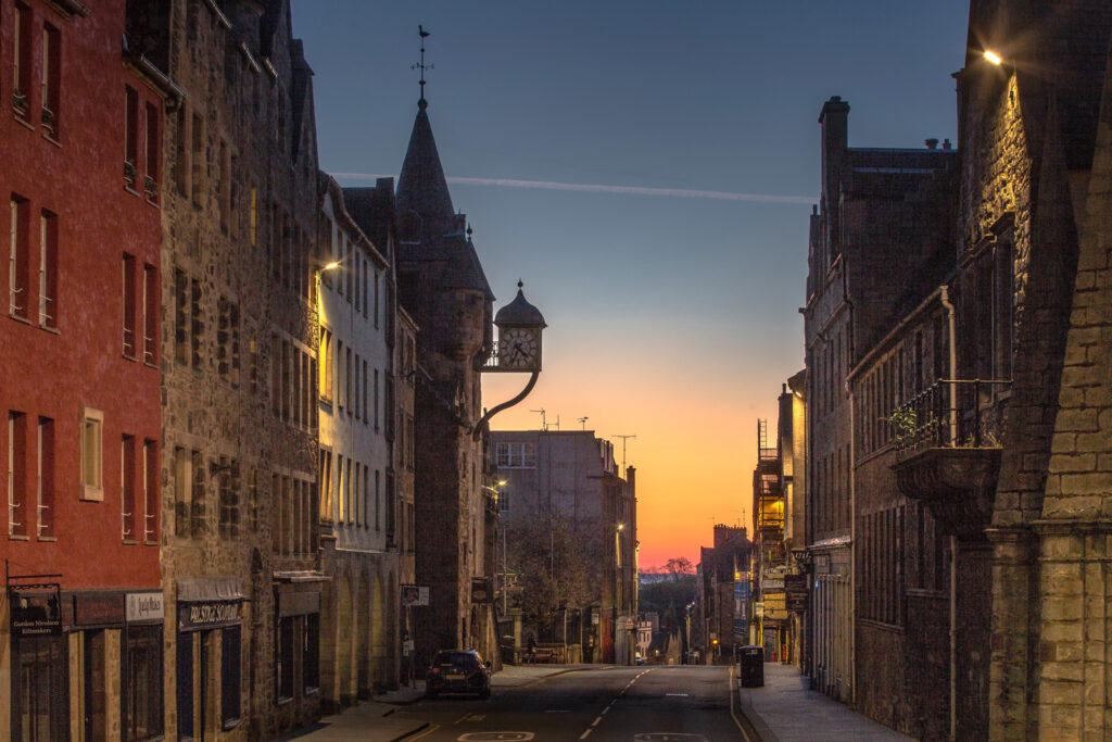 Graeme Gainey - Dawn breaking on the Canongate