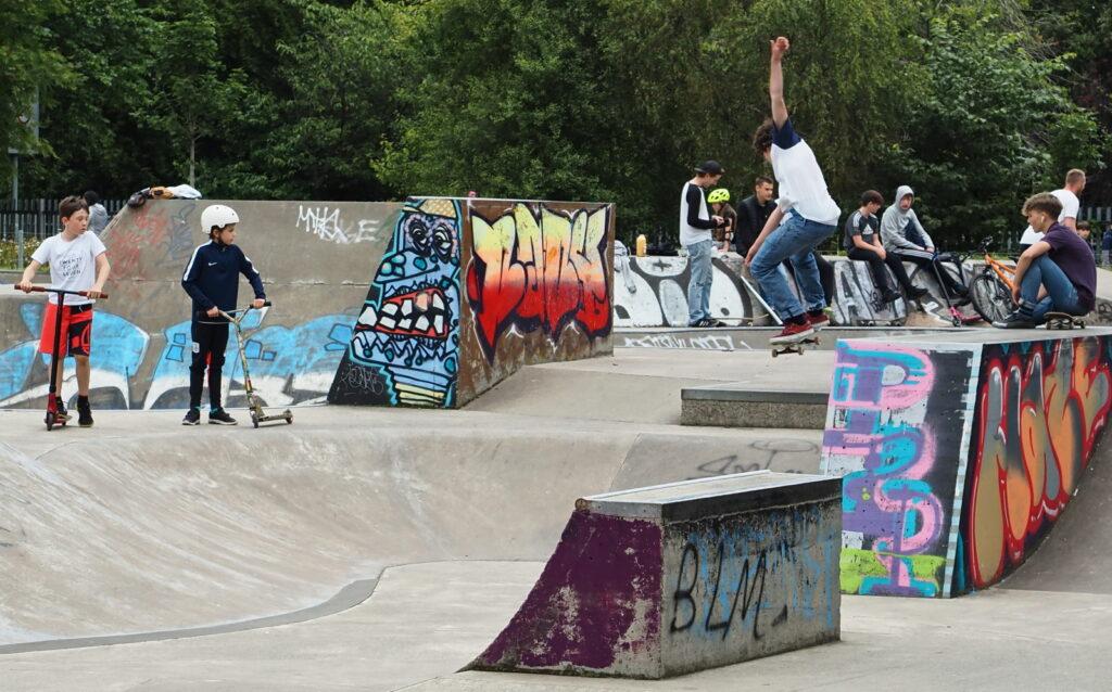 Mhairi Chambers - Skateboard trick